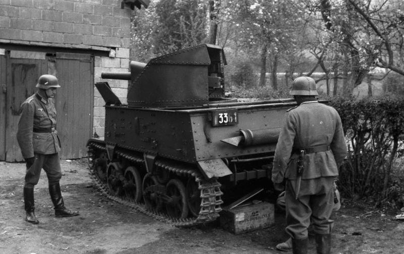 Two German soldiers looking at a captured Belgian T13 B3 tank destroyer. I don't think they're going to buy.  #History #WW2pic.twitter.com/PQMGg57clZ