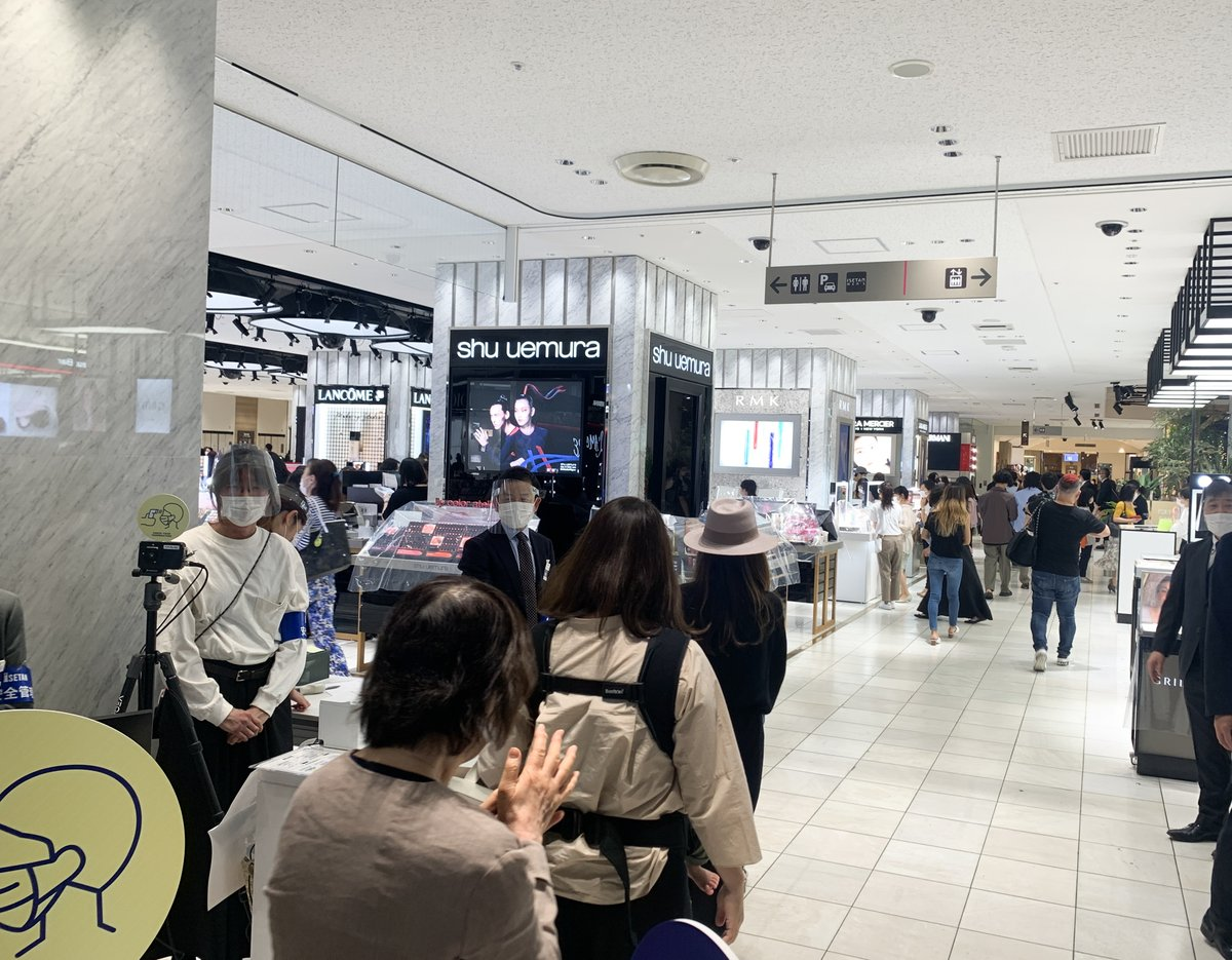 伊勢丹新宿店が約2ヶ月ぶりに営業再開、食品や化粧品売場賑わう
