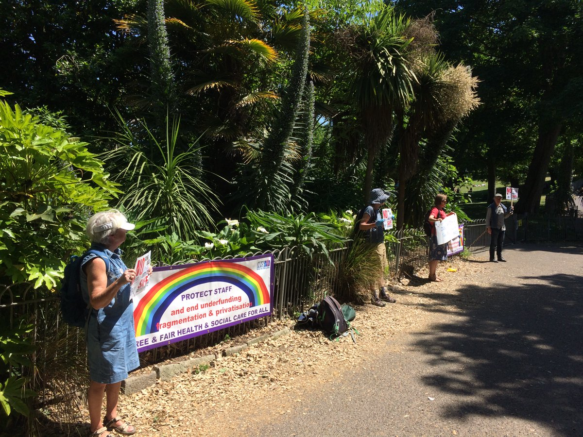 Protest for health workers in a tropical Queens Park #Brighton earlier today called by @SussexDefendNHS. At it again on Monday, 3pm, outside Hove Town Hall. Join us to say No Return Until Its Safe!