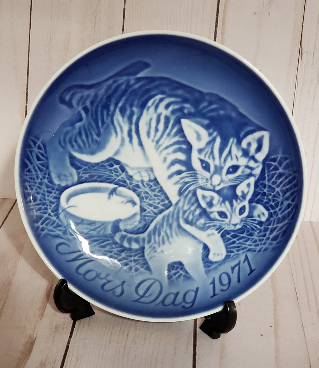 Vintage B&G Mother's Day 1971 Blue and White Decorative Plate Featuring Mother Cat With Kitten From Bing and Grondahl Copenhagen Porcelain https://t.co/mwVZfCGCF4 #vintage #decorativeplate #limitededition #collectible #collection #retro #friend #mothersday #mother https://t.co/CMCVDSxL7H