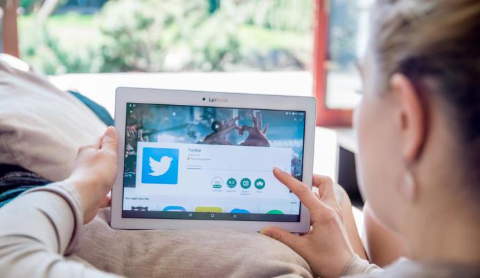 Ya es posible guardar y #Programar #Tuits desde la #Web principal de #Twitter https://t.co/JdnsHwxB4h https://t.co/pqoGWze9G7