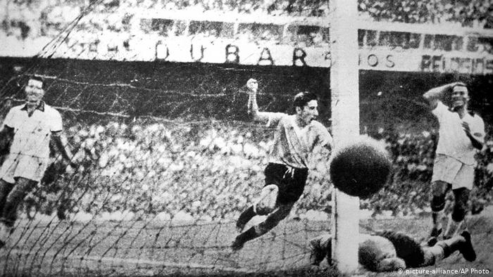 Alcides Ghiggia celebrates as he scores the winning goal for #Uruguay against #Brazil in the 1950 #WorldCup Final.pic.twitter.com/A4Csk7LqGT