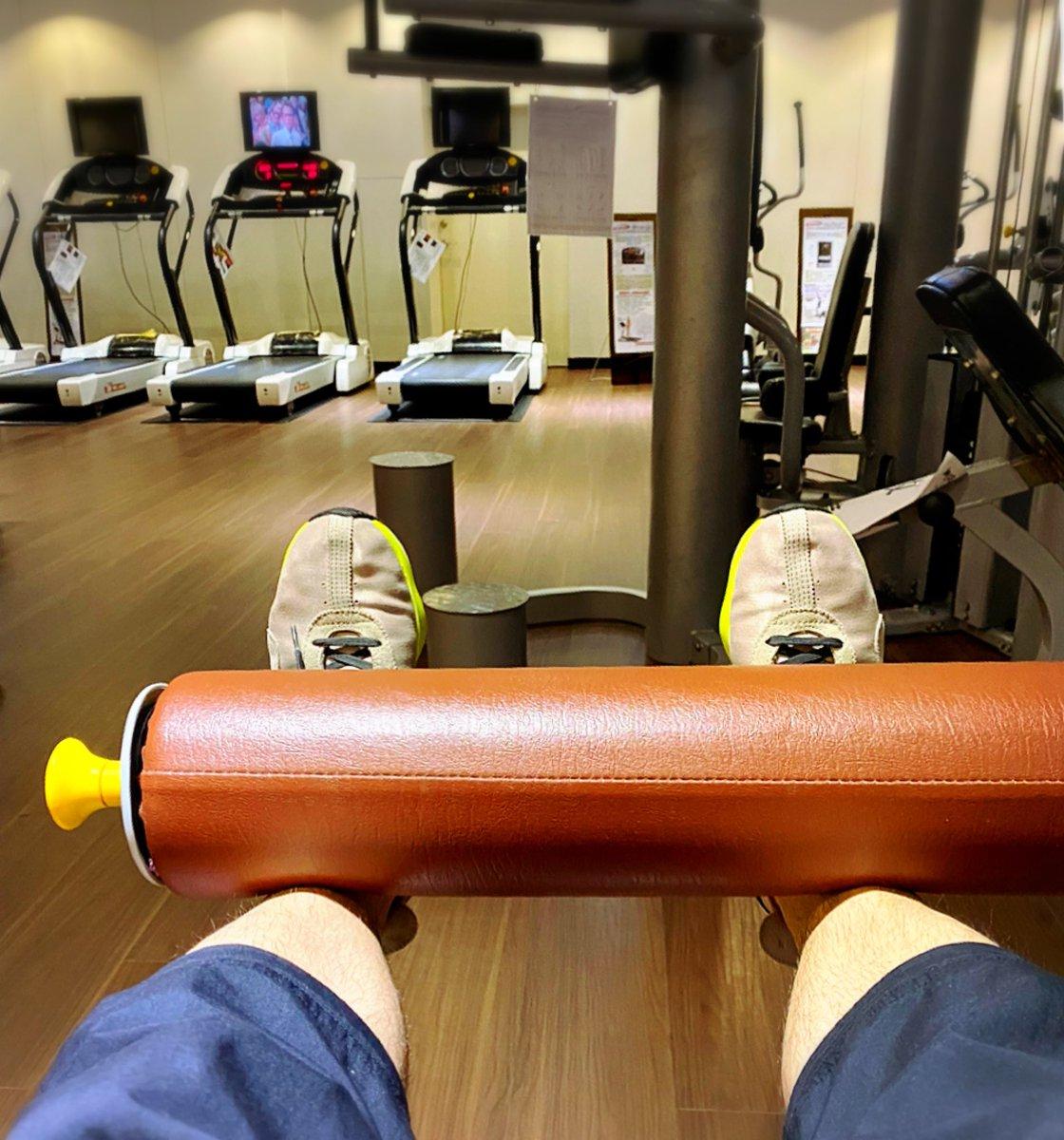 出力出力! 💪🏻💪🏻💪🏻 再撐一下就好了 #gym #fitness #workout #weekend #weekendnight #周末活動 #運動 #健身 #重訓 #健身中心