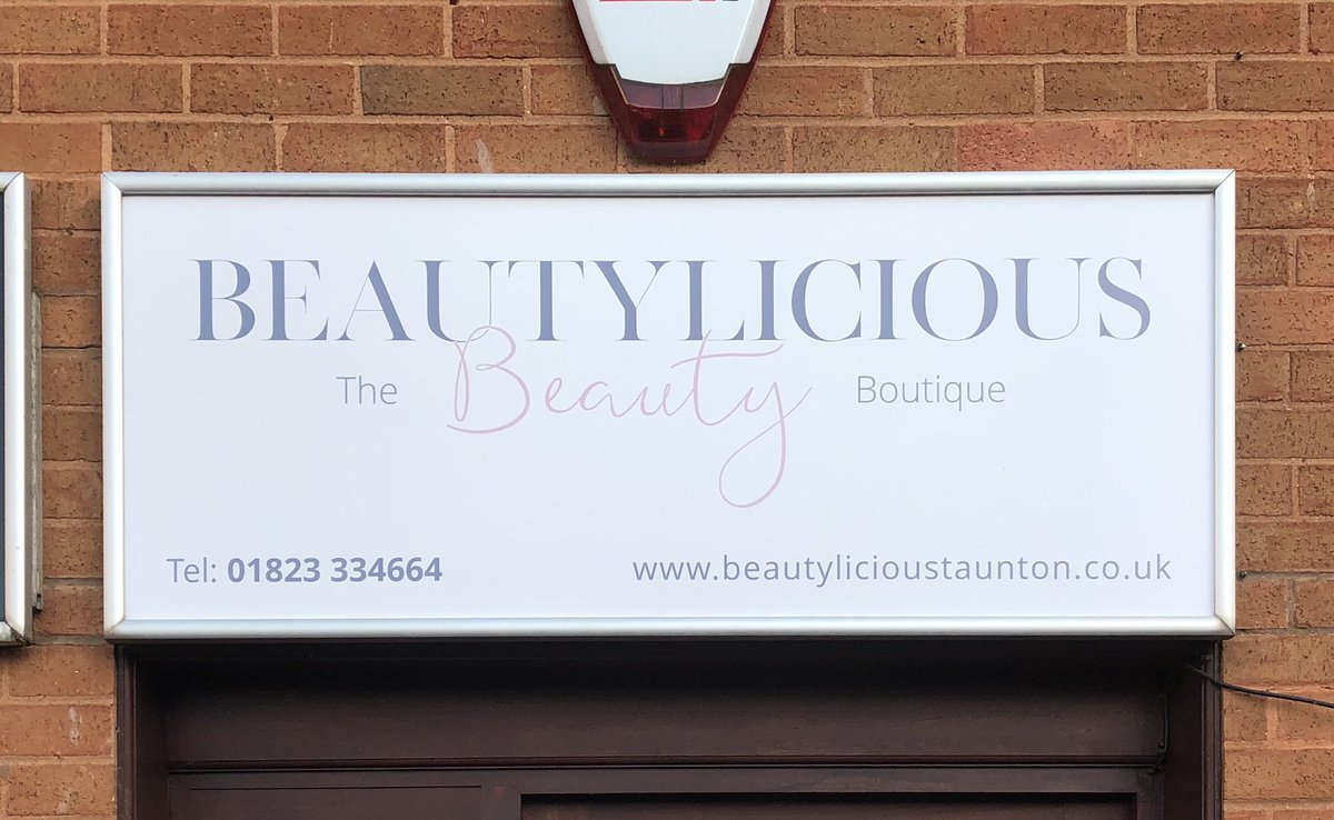 We got a new sign to go with the new look! Let's just hope we can get back in there..... #runningoutoffundsnow #longestsickieeverpulled #taunton #tauntonbusiness #SmallBiz #smallbusiness #awardwinningsalonpic.twitter.com/egSChz57zg