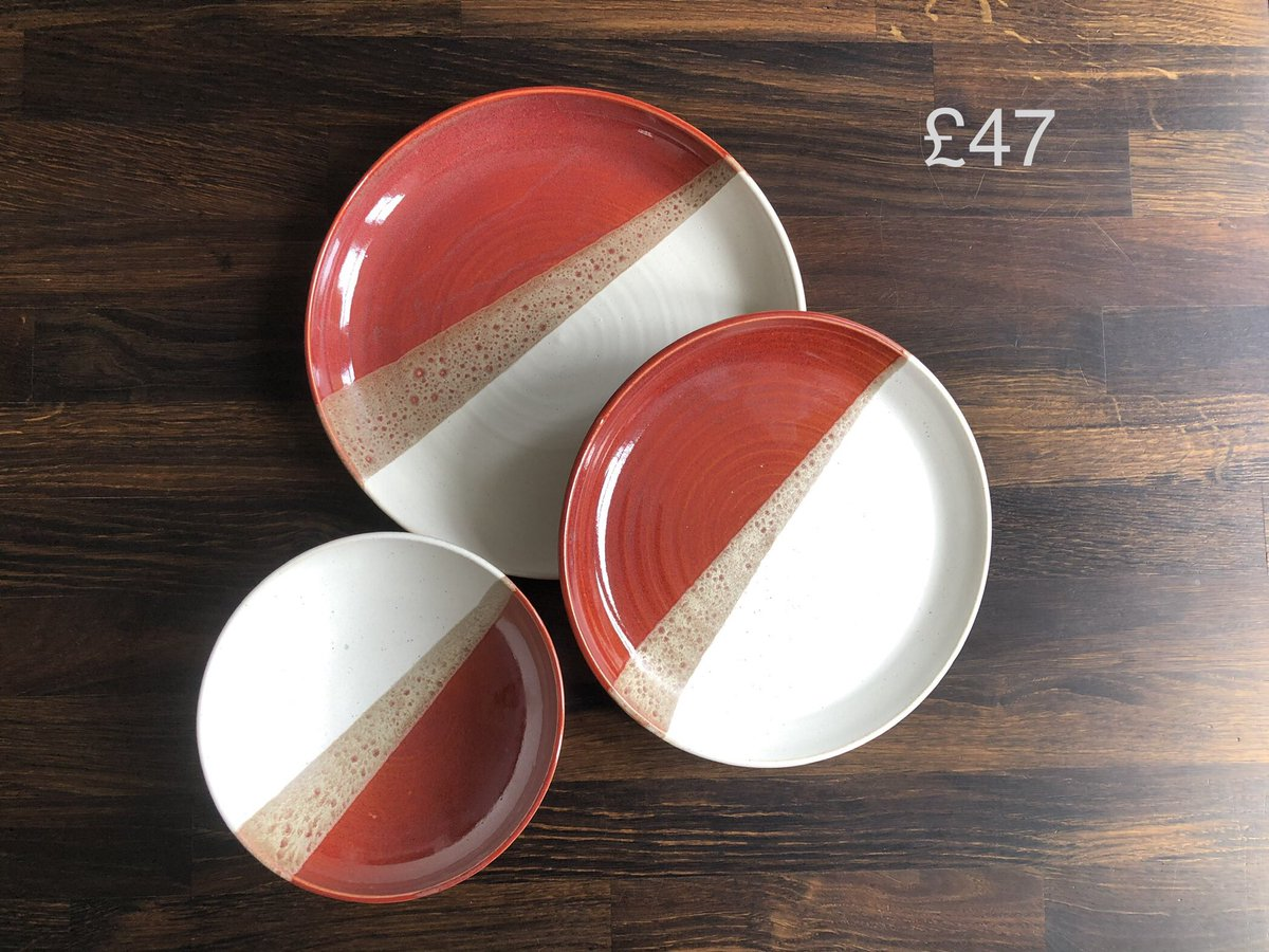 Morning #UKGiftHour #UKGiftAM , it's been a red and white week this week. Loving this new glaze combination so much! #shopindie #smallbiz #sunshine #ceramics #handthrown #OOAKpic.twitter.com/pSphXUJDLC