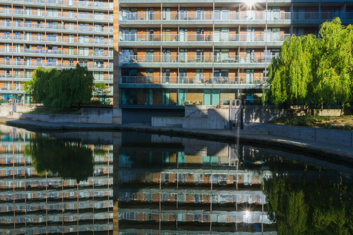 St George's Island reflected in the morning calm of the Bridgewater Canal #Manchester #reflections #urban #water pic.twitter.com/vFzZ0Pm7WS