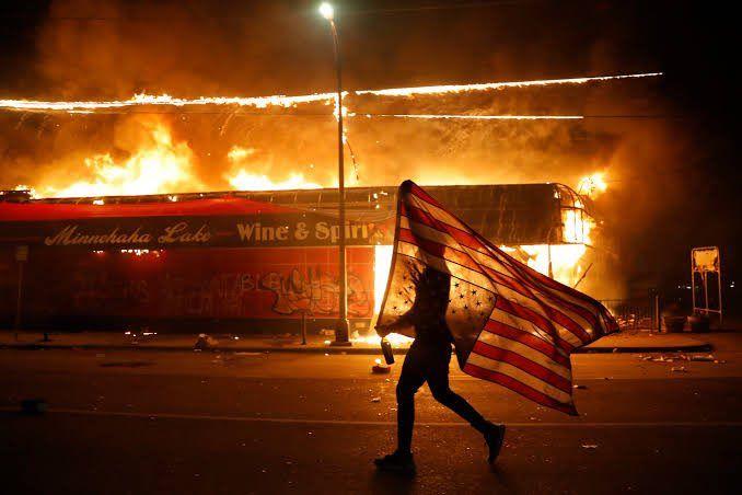 """""""آمریکا به دست خود ترامپ نابود میشود""""  - شهید ابومهدی المهندس  #GeorgeFloyd https://t.co/yOWy07vGoe"""