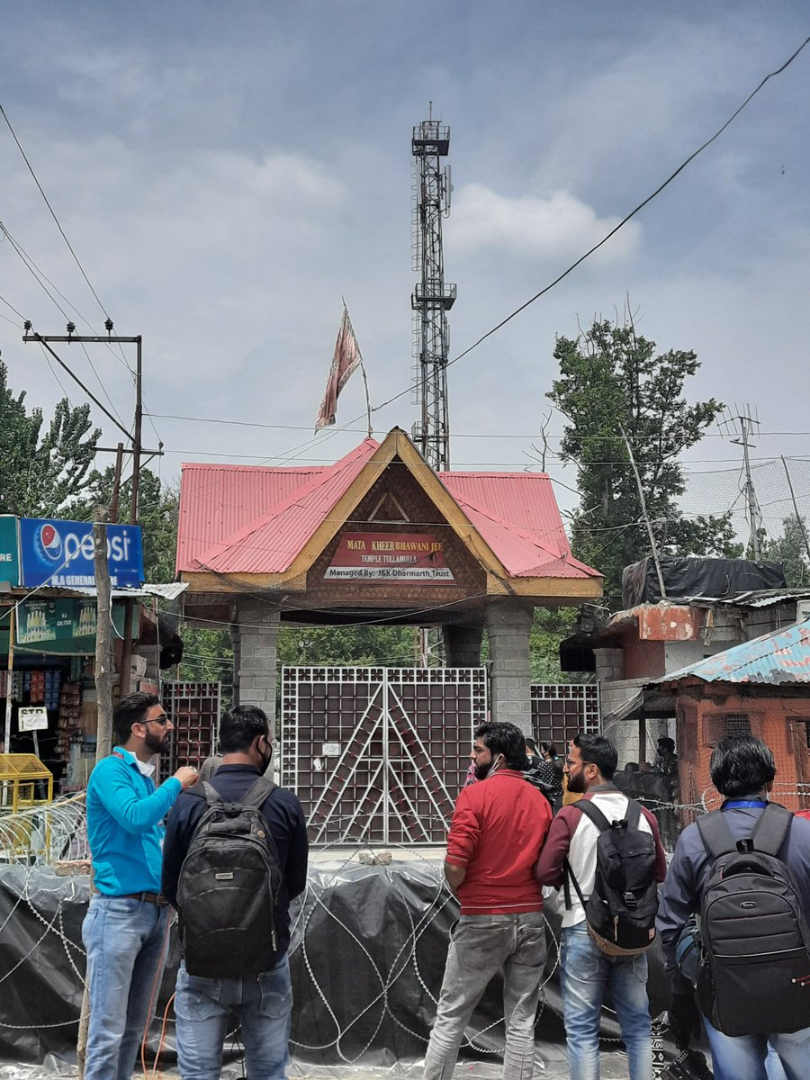 @vineetkaul Today's picture outside temple. The doors are closed and media contingent is standing outside. Nobody is given entry inside.  #Tulmul #KheerBhawaniKashmir2020  #ZyethAtham