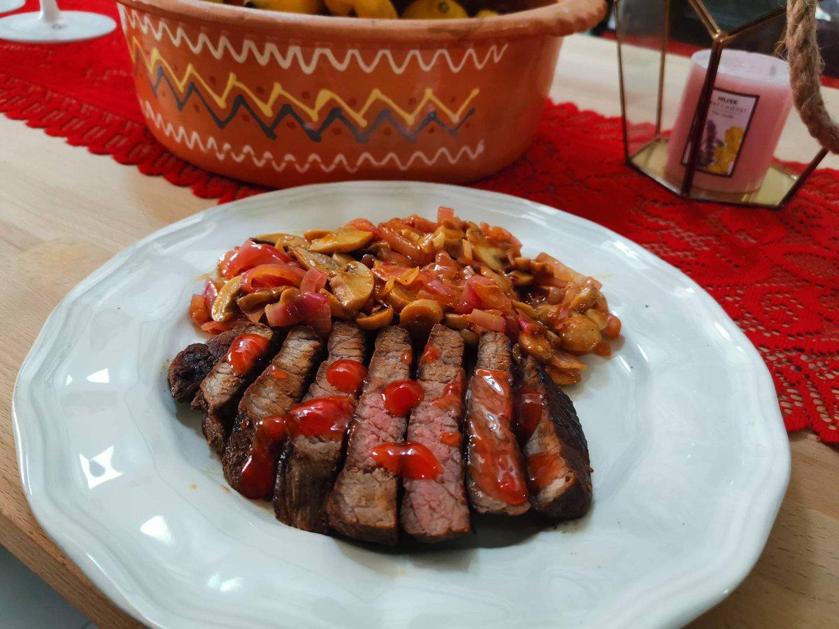 Sweet And Chilli Steak Served With Garlic And Mushrooms. . . . . . #mydubai #dubai #dubailife #dubaiblogger #dubaifoodie #dubaifoodfest #keto #uae #abudhabi #ketomeals #homemade #homemadefood #food #foodporn #foodphotography #dubaifood #dubaifoodie #dubaifoodbloggers #dubaieats