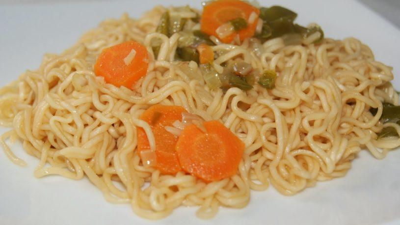 Noodles instantáneos (fideos chinos) con verduritas  vía @Sariaa1  #pasta #receta #delicioso #comida #fácil #food #foodporn #foodie #yummy #tasty #delicious . . 🔍 Encuentra las mejores recetas en la App  📲