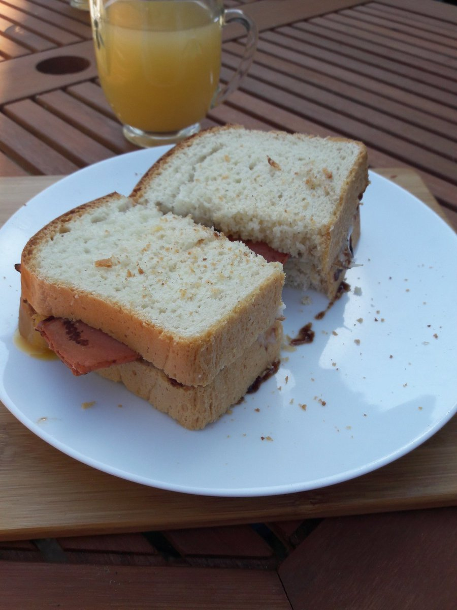The Bee and Bumble also offers breakfast sandwiches with homemade bread, local eggs, @aldercarrfarm bacon (or Quorn), Suffolk made @StokesSauces ketchup or brown sauce. Even the  apple juice is from just down the road. Eat local, eat #Suffolk <br>http://pic.twitter.com/FbFgQ9RjuB