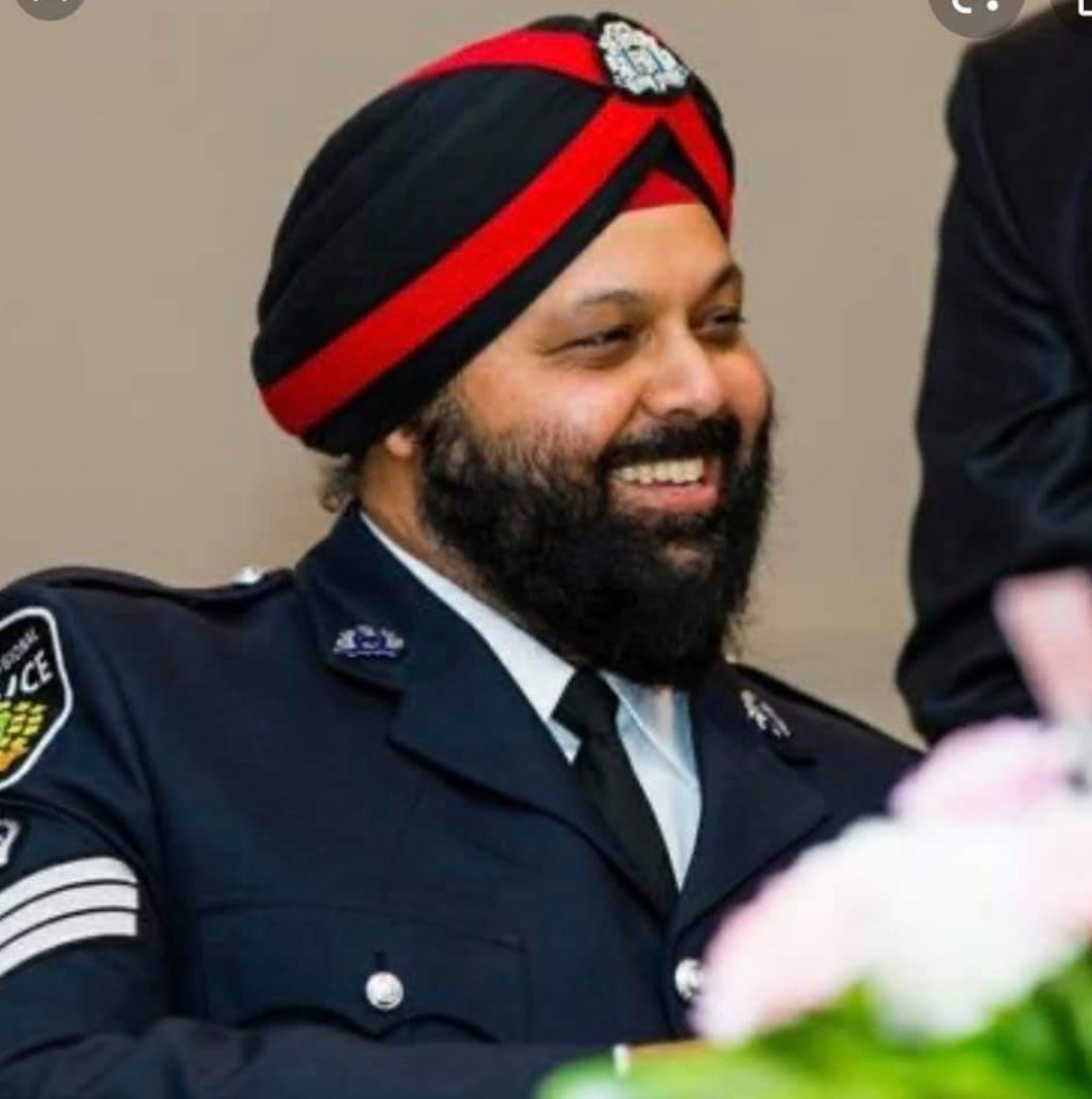 We send our congratulations to Bob Nagra who has recently been promoted to the rank of Inspector with Peel Police (Canada).   An proud fact - Inspector Nagra was the first turban wearing Sikh to join Peel police in 1999 . #sikh #policing #canada @PeelPolicepic.twitter.com/RtFJzyEoSJ