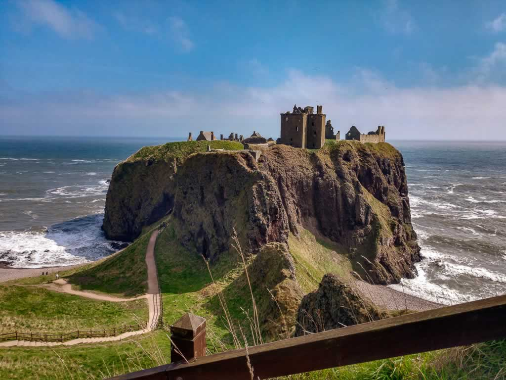 @Anarcho_Suburbo But a dull and muddled castle Dunnottar Where my lot called hame