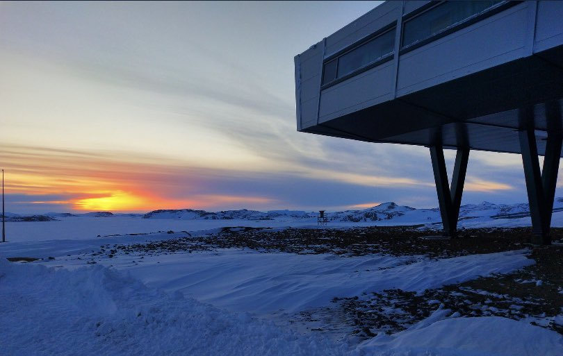 Somewhere in Antarctica :)  Sun has finally set. It will rise again only on 15th July, it doesn't come above horizon till then 😊 PC: Deb  Location: Bharati Station, Antarctica  #sunset #antarctica https://t.co/Q0eMqc2D2O