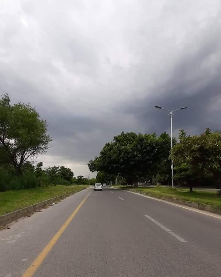 Love rain  Beautiful weather in #Islamabad #rain pic.twitter.com/z9SjW7CWxP