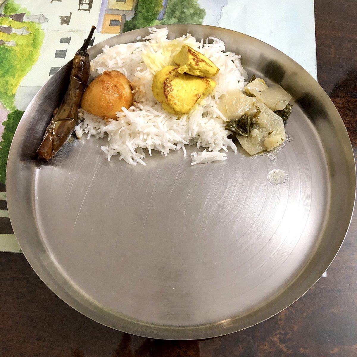 Typical Faak'e Baate on Zyeth'e Aetham. Simple and most fulfilling 🙏🏼😋.   (Veg food served on ashtami in Kashmiri Pandit families)  I am not on fast though 😬.   #ZyethAtham #JyeshtaAshtami #KashmiriPandits #Kashmir #Home #Tulmul