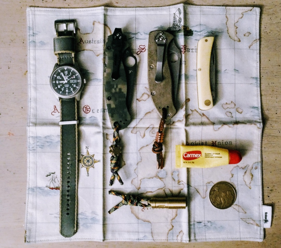 Jeff in St. Louis has errands to run today, and his slim loadout includes a trio of tough #EDC knives to make sure he's prepared for any challenge.  https://everydaycarry.com/posts/39375/saturday-edc?utm_source=twitter&utm_medium=twitter&utm_campaign=twitter…pic.twitter.com/aNm4lmYT8A