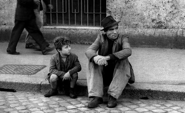 The film was also cited by Turner Classic Movies as one of the most influential films in cinema history, and it is considered part of the canon of classic cinema.  4/4  #BicycleThieves #ladridibiciclette  #classiccinema #VittorioDeSica #CesareZavattini  #LuigiBartolini #oscars pic.twitter.com/6rzL0woyuK