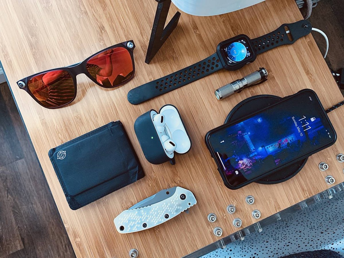 Customizing his carry for an on-the-go job is one thing, but Dave in Charlotte makes it more personal by adding 3D printed scales to his #EDC knife.  https://everydaycarry.com/posts/39377/spring-edc-mobile-carry?utm_source=twitter&utm_medium=twitter&utm_campaign=twitter…pic.twitter.com/K05dDEu46D