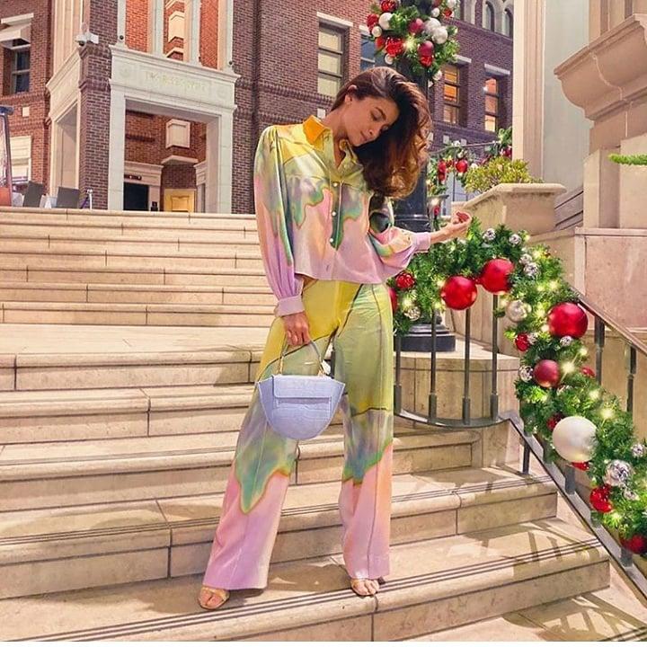 Every girl's wishing for slipping into the shopping dresses and go on shopping and roam around the streets...   #aliabhatt  #bollywood #indianfilm #indianfilmhistory #shraddhakapoor #salmankhan #varundhawan #dishapatani #ranveersingh #anushkasharma #kareenakapoor #ranbirkapoorpic.twitter.com/HdE9ccrsU4