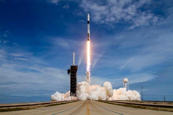 TONIGHT! Watch a Rocket Launch LIVE - Then Watch it Fly Over the UK the Same Evening. YOU ONLY NEED YOUR EYES Follow @VirtualAstro for alerts. WATCH LIVE and find out how to see the pass later here: meteorwatch.org/crew-dragon-wa… #Caturday #LaunchAmerica #CrewDragon #SpaceX