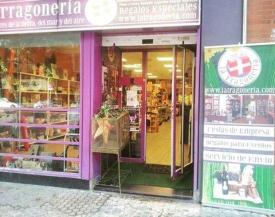 La semana que viene vuelve ya la @tragoneria y también tienen @soyrancia allí. Si quieres tenerla en tu bar o tienda, escribe aquí y te cuentan los máquinas de @SelectumVyt 👍🏻 https://t.co/oDwmnQ5235 https://t.co/DjdomIqxjx