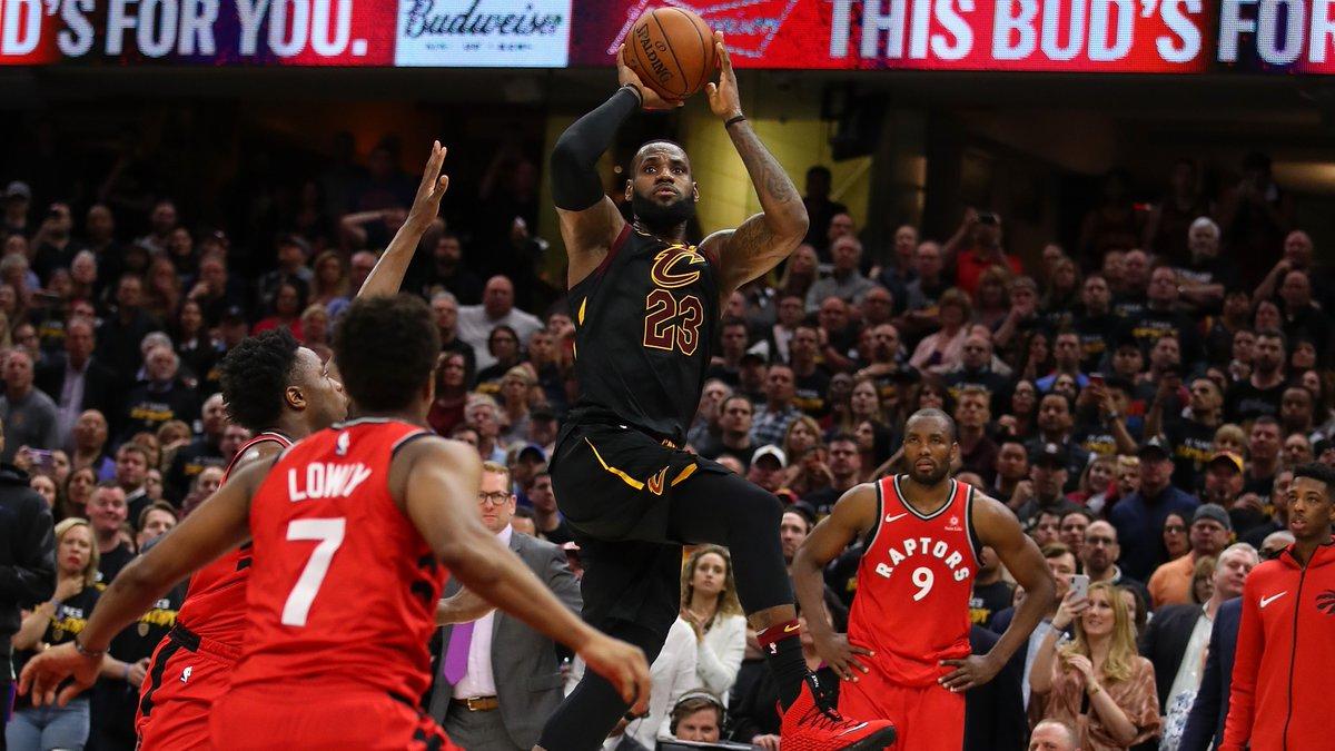 Kral Hesabı Kesiyor! 🧾 #BestOfNBA  @KingJames'in seriyi 3-0'a getiren bu son saniye basketine tepkiniz ne olmuştu❓ https://t.co/SYbJT42Qmv
