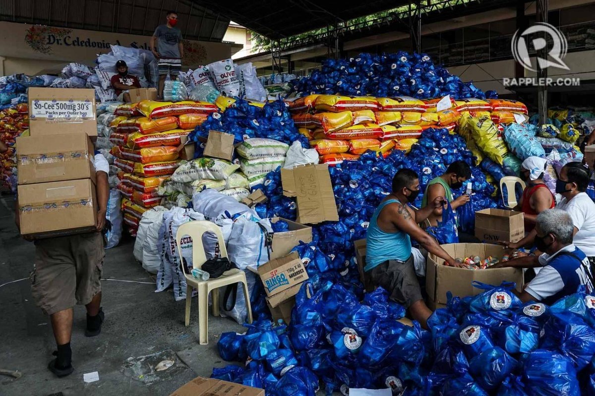 LOOK: Volunteer workers repack relief goods at Dr. Celedonio Salvador Elementary School in Manila on Saturday, May 30. These will be distributed to 277,000 student-beneficiaries in the city. Photo by Dante Diosina Jr/Rappler