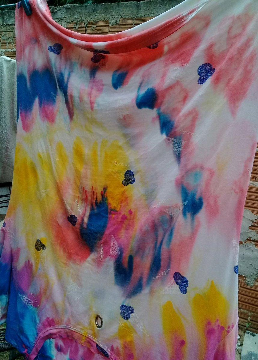 Hoje eu tava pintando umas camisas que já são velhas... Mas ficou dahorapic.twitter.com/xFGg1eJa4I