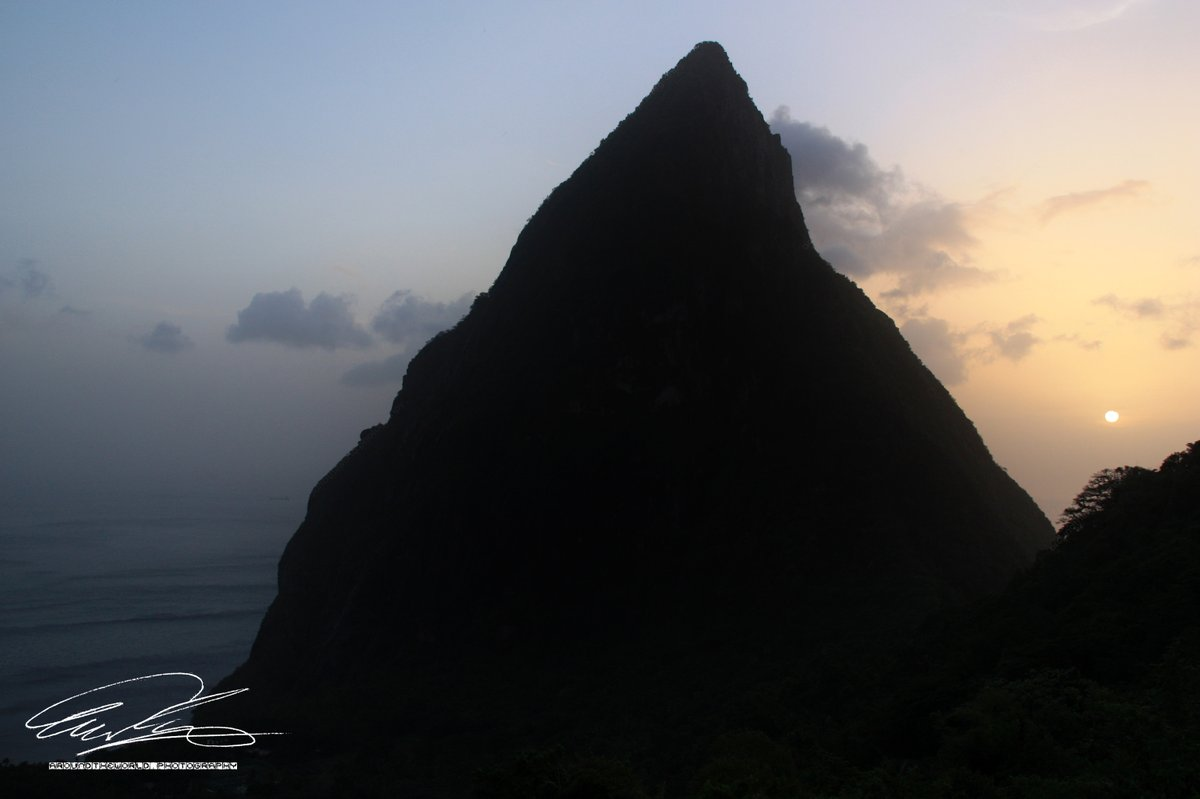 #scenic #sunset dividing the #sky around the #PetitPiton on #SaintLucia into #blue and #orange.    @Travel_StLucia @VisitSaintLucia #StLucia #pitons #grospiton #Caribbean #CaribbeanSea #landscapephotography #photographylovers