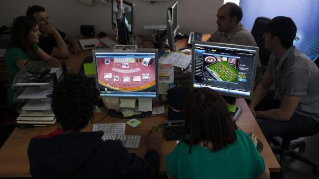Reino Unido, programa preventivo para jóvenes jugadores entre 11 y 18 años.  https://gamenews.com.ar/operadores-de-reino-unido-lanzan-programa-sobre-educacion-en-juego-responsable-para-jovenes-de-entre-11-y-19-anos/…pic.twitter.com/bA1dYkdWPc