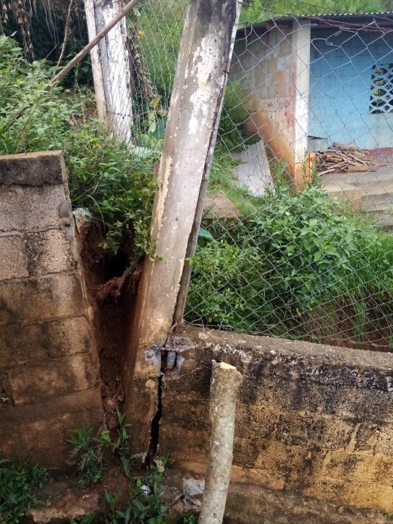 test Twitter Media - COMRED de La Unión, Zacapa, reporta que derivado de las lluvias de ayer por la noche, colapsó una parte del muro de contención de la Escuela Primaria de la aldea Campanario Progreso.Fotos: Conred https://t.co/k3R1i9Qd0d