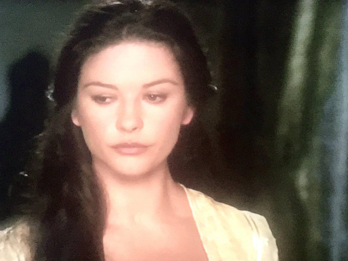 Catherine Zeta-Jones in 'The legend of Zorro', 1995                                   #Cine #cinema #actress                 @armandomanzinipic.twitter.com/Iww2Ibuowl