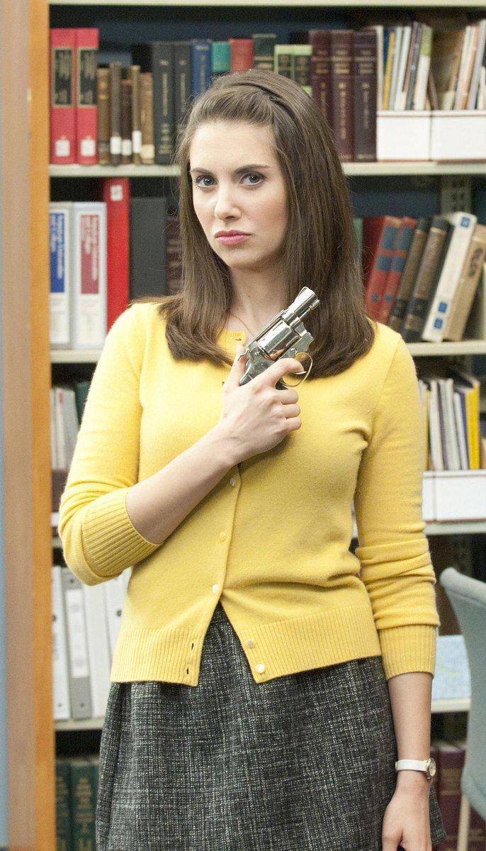 Annie's got a gun! #alisonbrie #community #GLOW pic.twitter.com/fC82RPYPBK