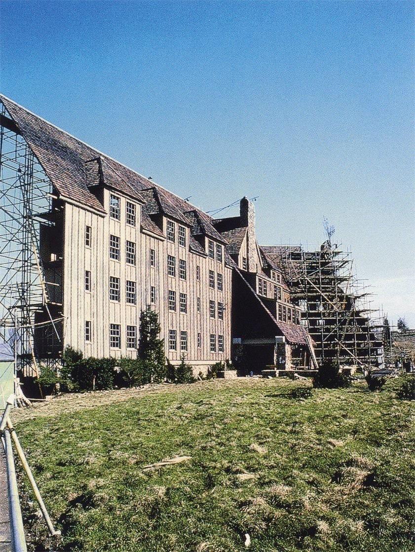 The Shining (1980) Dir Stanley Kubrick.   Exterior sets for The Overlook Hotel..  #filmtwitter #film #StanleyKubrickpic.twitter.com/UYavHgrqJm