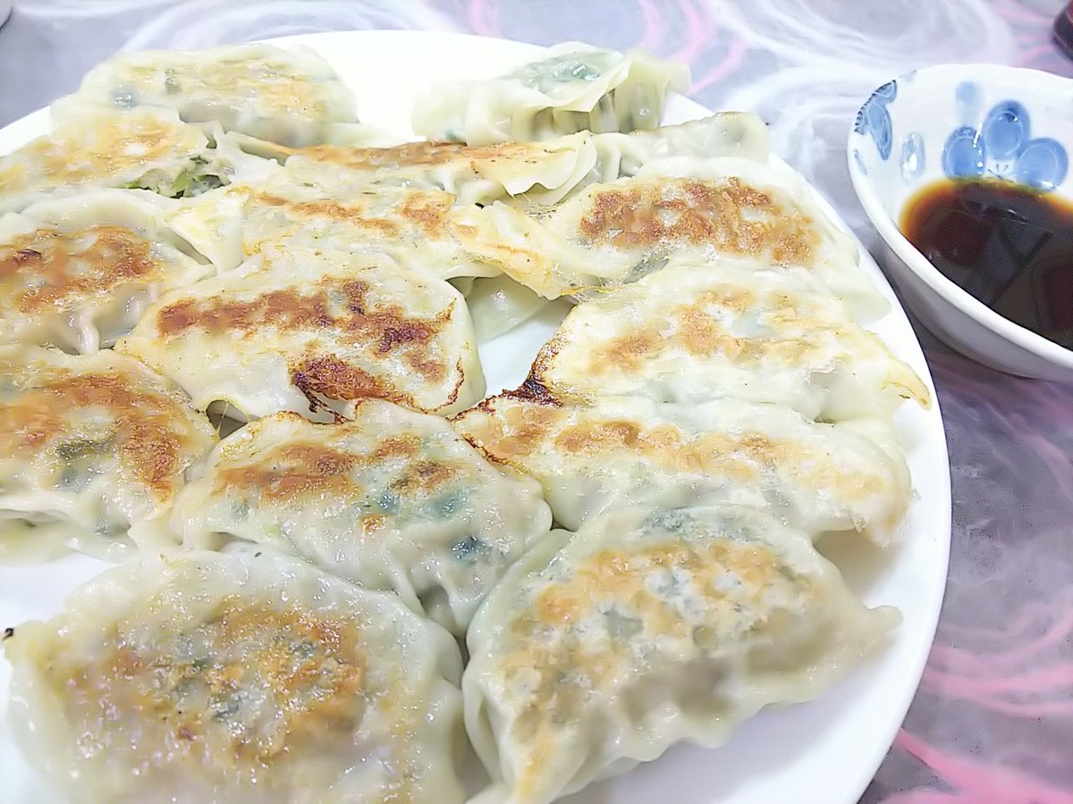 gyoza Handmade is the best!  #japanesefood #mycookingpic.twitter.com/0gmxjN5fsc