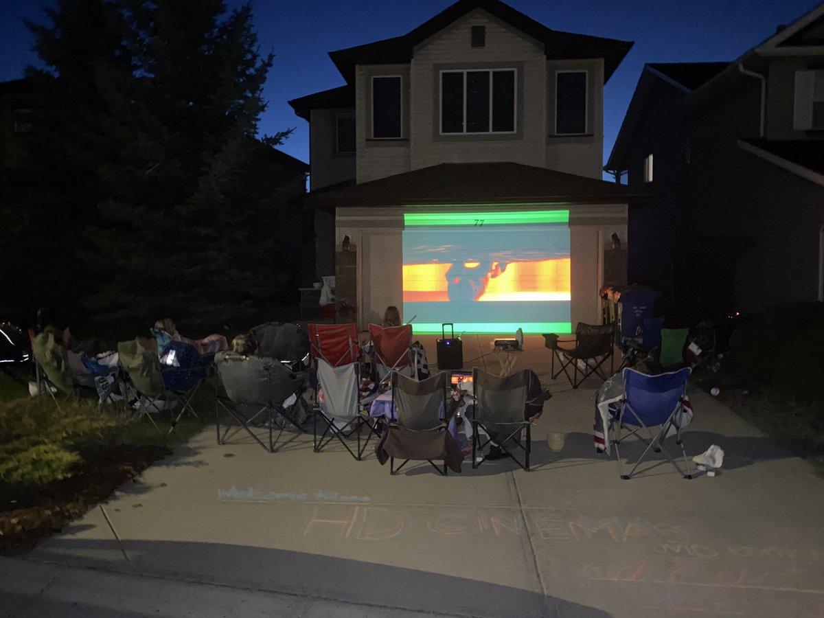 Former babysitters put on a movie last night for kids in neighborhood #socialdistance #amazing #DragonPridepic.twitter.com/7wD0jhTKzQ