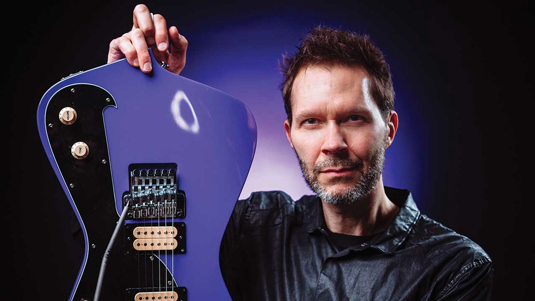 Paul Gilbert - Racer X, Mr Big, solo material - always great guitar work. And on top of all that, he's funny too.  #guitar #Guitarist #PaulGilbert #RacerX #MrBig #ShredGuitar #rockpic.twitter.com/8tDCdyxZQF