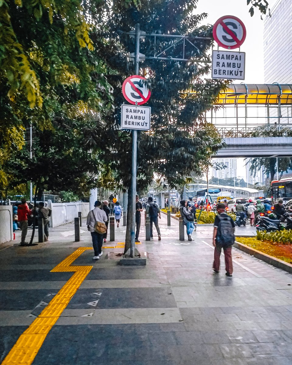 Ketika semua masih dalam keadaan normal . . . . . #withgalaxy #samsung @samsungID #humaninterest #phonephotography #streetactivity #urbanandstreet #cityviewpic.twitter.com/lTkZdoc8ZI