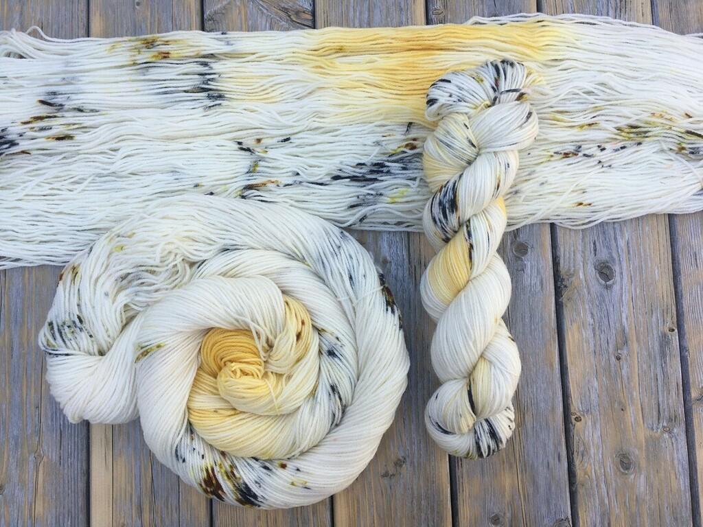 Golden Fleece on Targhee Sock  . . . #oinkpigments #dailyskein #thedailyskein #knittersofinstagram #crochetersofinstagram #knit #crochet #handdyed #indiedyed #usamade #smallbatch #yarn #handdyedyarn #indiedyedyarn #knittersofravelry #yar… https://instagr.am/p/CA0Gw3oFN8t/pic.twitter.com/sRZvYdKWvy