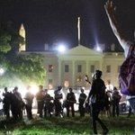 Image for the Tweet beginning: Trump: Hvis demonstranter brød gennem