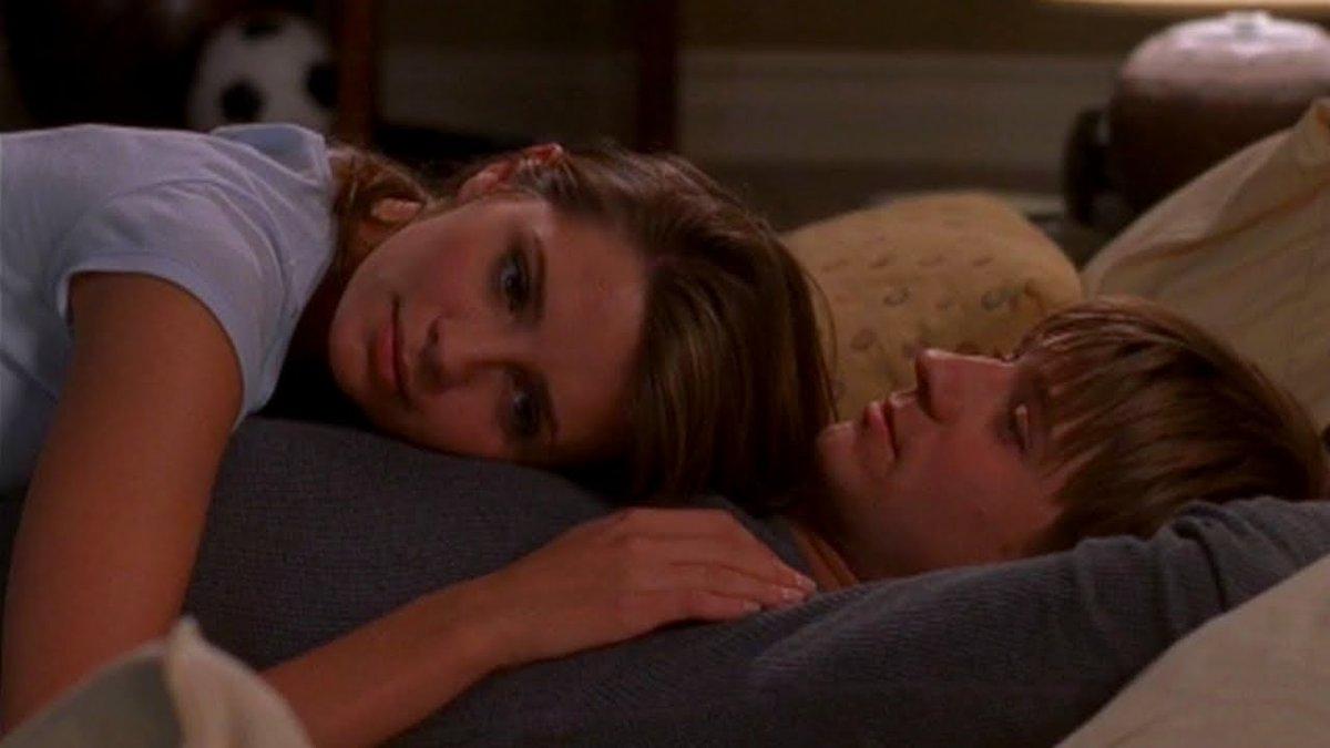 Cuddling #RyanAtwood #MarissaCooper  #TheOC  #RyanandMarissa #MarissaandRyanpic.twitter.com/KNrJJEWsdB