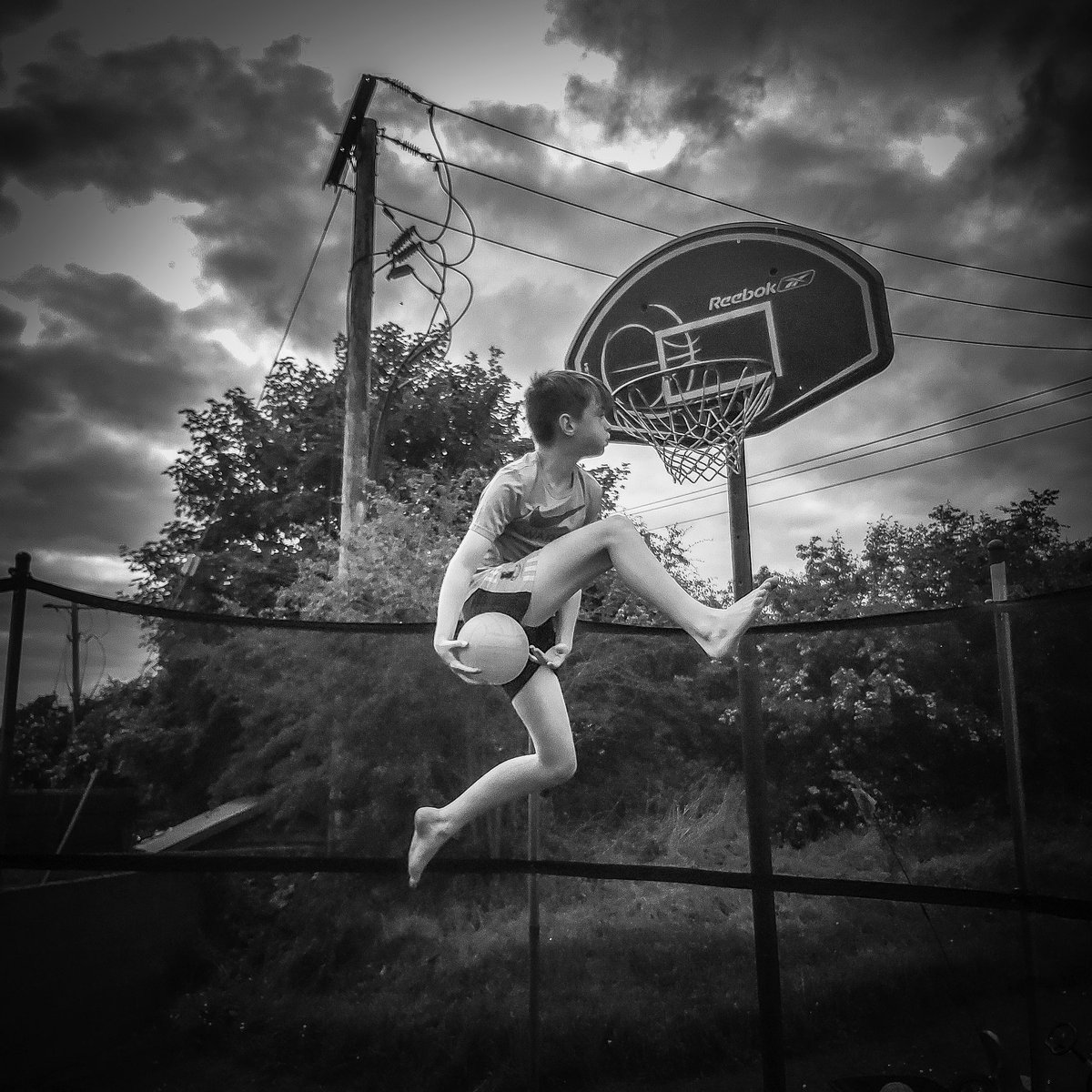 Wings  #basketball #blackandwhiteisworththefight #skyscape #sport #nike #reebok #light #blackandwhitephotography  #beautiful #cloudporn #flight  #picoftheday #irish_daily #sportsphotography #inspireland_  #instagood #wanderlustpic.twitter.com/ZoDIQEUz6Y