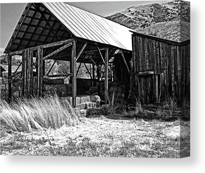 """Willard Hay Shed BW"" Black and white fine art canvas print of a rural landscape in Willard, Utah. Available in a variety of sizes: https://buff.ly/3evyPI4  #art #artprints #wallart #homedecor #canvasprint #rustichomedecor #countrylife #blackandwhitephotography pic.twitter.com/oS7s9vnYpY"