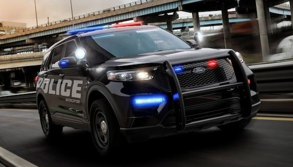 "Due to #coronavirus, and thanks to #newtechnology, #Ford will now allow police to kill ""99.9% of viruses"" on its 2013-2019 Ford #Police Interceptor #SUVs. Using the cars' systems, the software will basically bake the interior to over 133 degrees Fahrenheit to disinfect. #covid19pic.twitter.com/7BFSZEW43a"