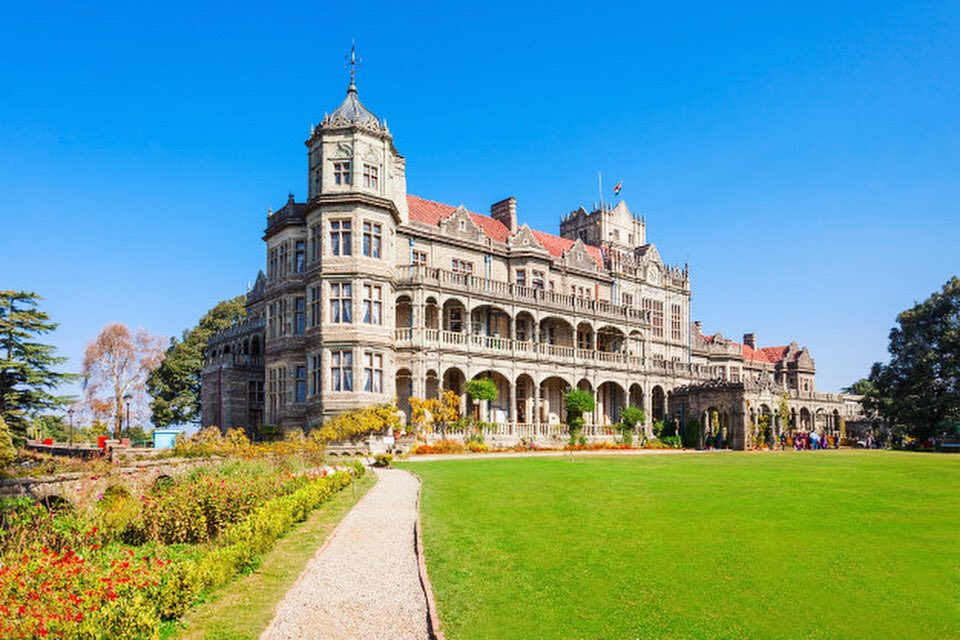 The Rashtrapati Niwas, formerly known as Viceregal Lodge, is located on the Observatory Hills of Shimla, Himachal Pradesh, India.  #lodge #travel #freemasonry #freemason #mason #hotel #masonry #maconaria #masoniclodge #grandearquitetodouniverso #masonic #masoneria #demolay https://t.co/CyAZ15GIbG
