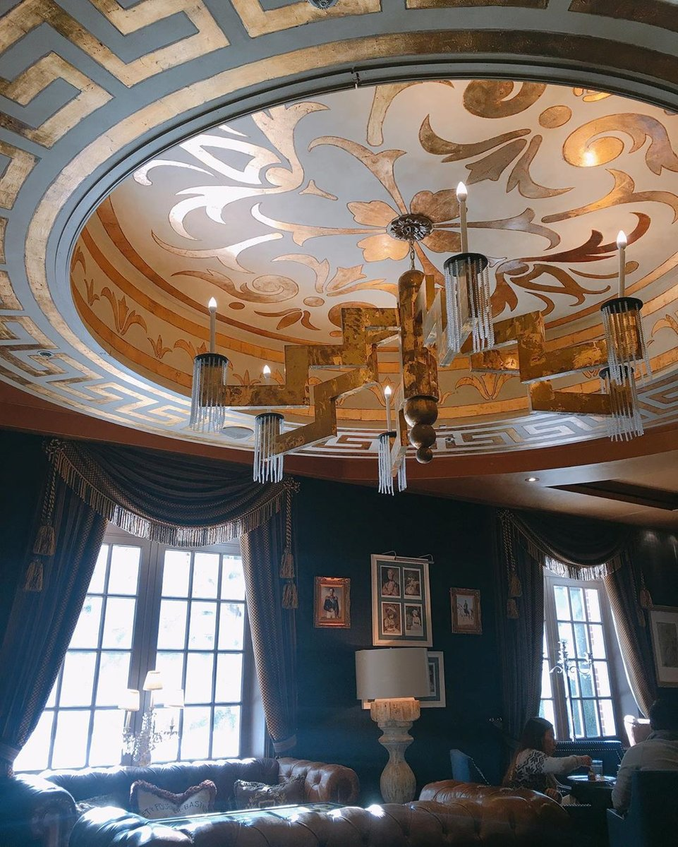 The Gatsby ✨ Every corner of our restaurant is decorated with nostalgic decor. ⁠  ➖https://t.co/qMPU4ehrtL⁠ ⁠ 📷 @cathylovey⁠ ⁠ #WindsorArms #Toronto #Ontario #Canada #Downtown #BoutiqueHotel #Hotel https://t.co/ZSBw19CI6U