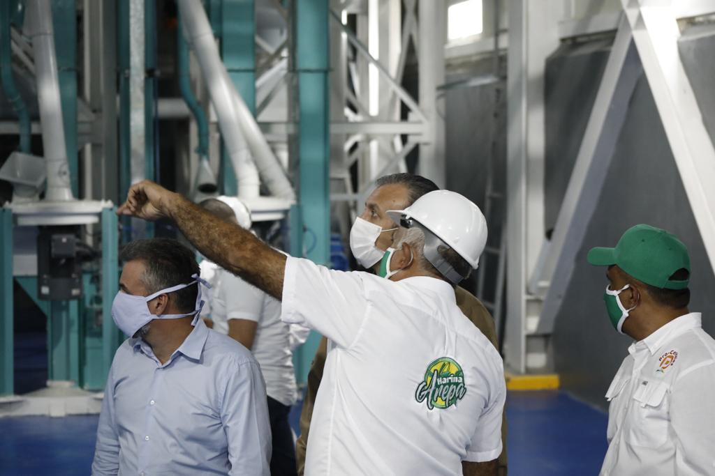 En Venezuela hay miles de hombres y mujeres dedicados al trabajo, a la siembra y al cultivo del campo. Son pequeños productores que cuentan con nuestro apoyo y financiamiento para producir el alimento y todo lo que necesita nuestro pueblo. ¡Producir Es Vencer! https://t.co/ucLbI6Oxop