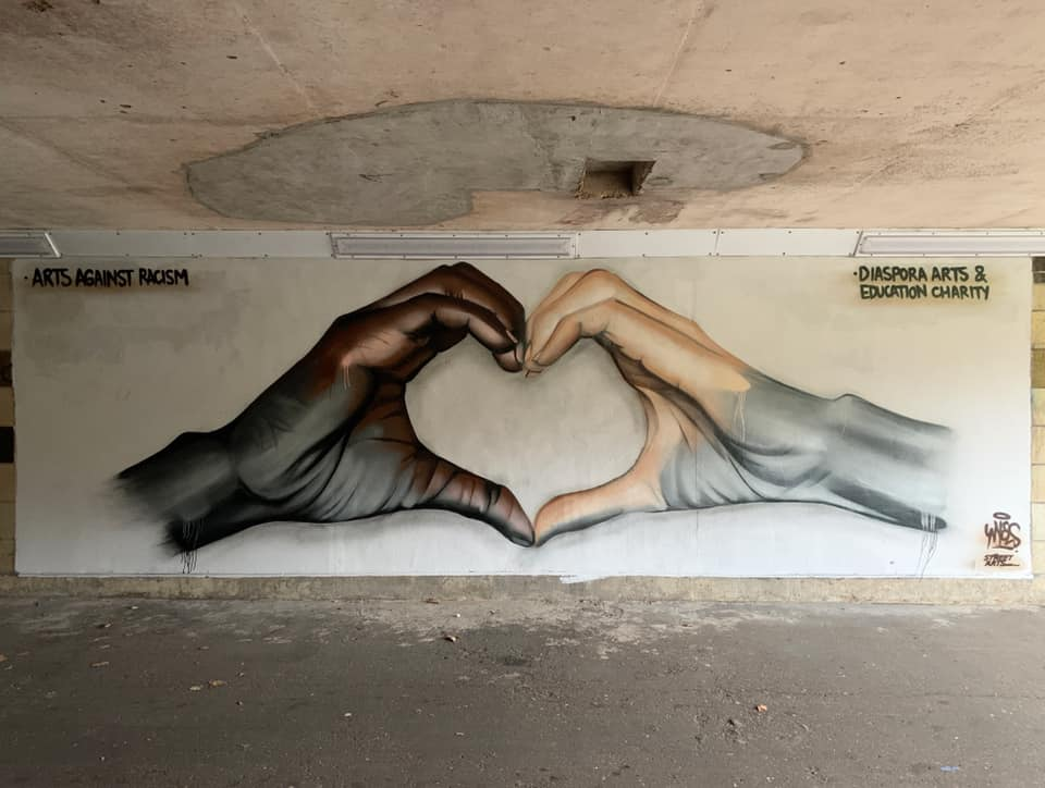 "I don't want to belong to a world that is divided by color. Art by Nyces for ""Diaspora Arts and Education Charity Peterborough"" in UK #StreetArt #Art #NoRacism #Love #Hope #Humanity #Peace #Minneapolis #heart #HumanRightspic.twitter.com/vnmfa7zryC"