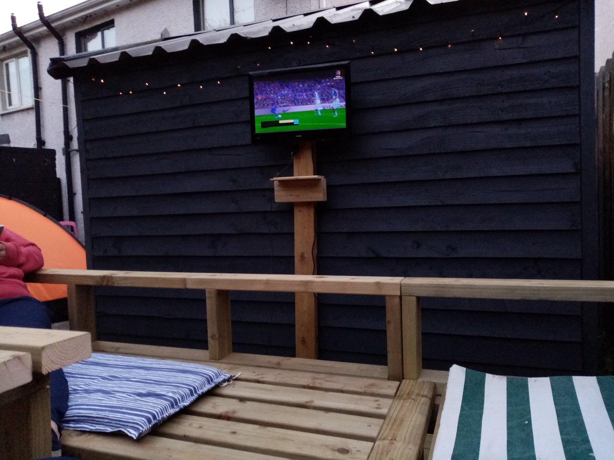 In the back garden patiently waiting on @LaLigaEN to return #viscabarça pic.twitter.com/3gCE2bcDmn